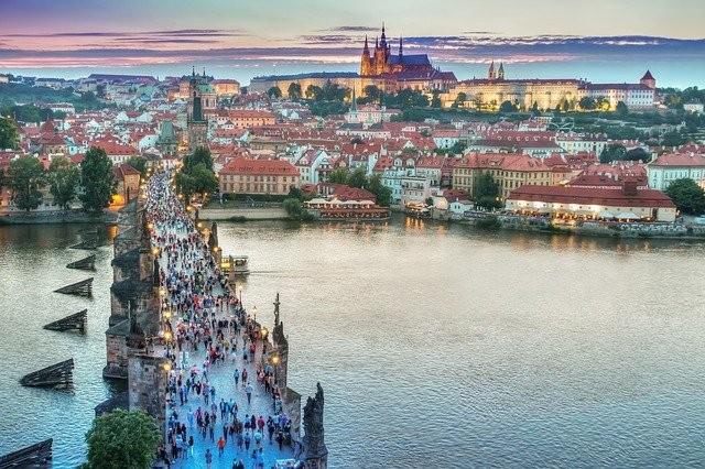 Do Prahy pro léčbu zbytnělé prostaty - Rezūm